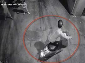 Trích camera, truy tìm kẻ nghi dâm ô 2 bé gái trong ngõ vắng quận Thanh Xuân
