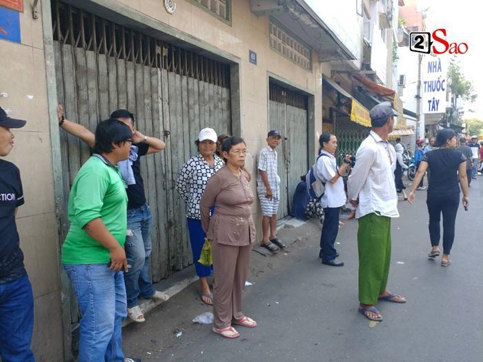 Mẹ Anh Vũ đau buồn đến ngất xỉu, chùa Ấn Quang rợp người viếng trước giờ tang lễ cố nghệ sĩ-9