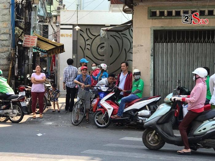 Mẹ Anh Vũ đau buồn đến ngất xỉu, chùa Ấn Quang rợp người viếng trước giờ tang lễ cố nghệ sĩ-5