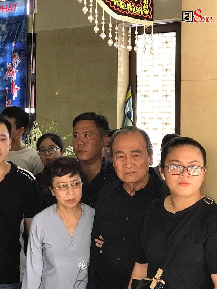 Bố Anh Vũ xuất hiện trong không gian tang lễ-1