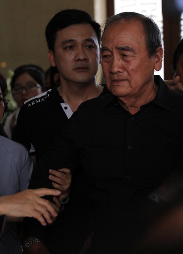 Bố Anh Vũ xuất hiện trong không gian tang lễ-2