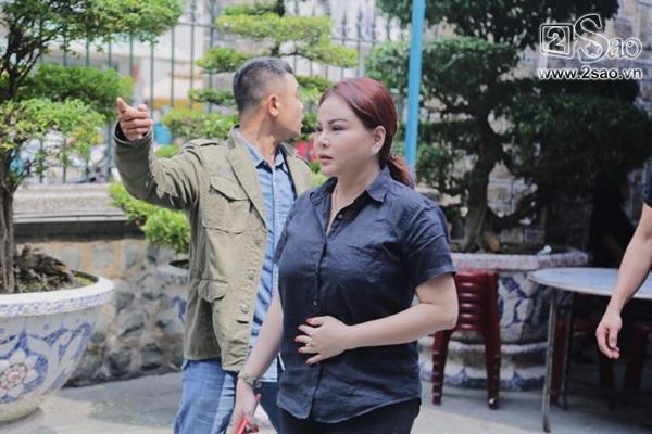 Pha Lê - Lê Giang - Hồng Tơ tới viếng cố nghệ sĩ Anh Vũ-2