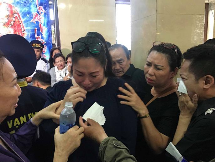 Hồng Vân, Minh Nhí bật khóc nức nở khi hóa trang cho Anh Vũ lần cuối-3