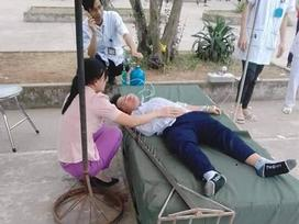 Tai nạn KHỦNG KHIẾP ở trường học: Học sinh lớp 6 bị cây cột nhảy cao có đinh cắm vào đầu