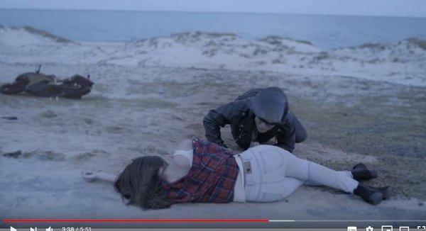 Tuyển tập những cái chết NGỚ NGẨN không thể tin trong MV Việt: bắn chết người vì lỡ miệng… hắt xì!-7