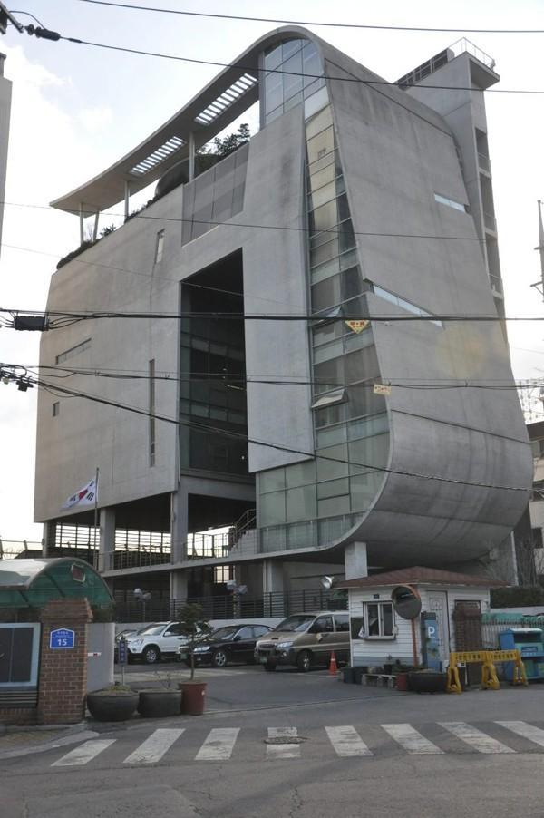 Sau cáo buộc trốn thuế, chủ tịch YG tiếp tục bị chỉ trích vì dùng toà nhà YG làm tài sản thế chấp, vay hơn 200 tỷ đồng-4