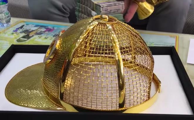 Mũ đúc vàng 24K, giầy dép cá sấu, đồng hồ nhiều tỷ... Phúc XO chính là dân chơi thời trang nhất Việt Nam-5