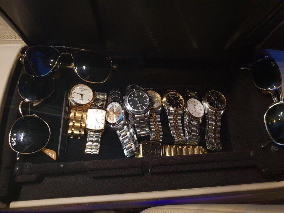 Mũ đúc vàng 24K, giầy dép cá sấu, đồng hồ nhiều tỷ... Phúc XO chính là dân chơi thời trang nhất Việt Nam-11