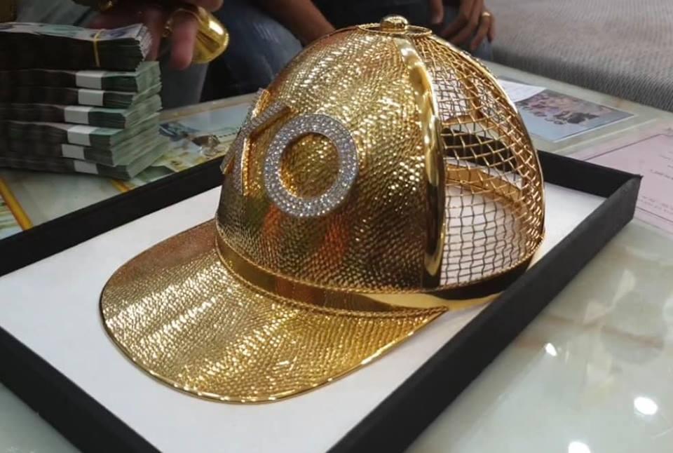 Mũ đúc vàng 24K, giầy dép cá sấu, đồng hồ nhiều tỷ... Phúc XO chính là dân chơi thời trang nhất Việt Nam-6