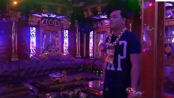 Bên trong phòng karaoke Phúc XO làm chủ: Không gian ảo, TV 200 inch ném ly vào không vỡ-6
