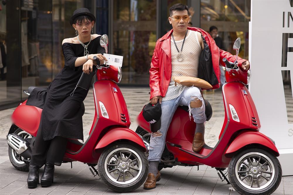 Ngắm những bộ cánh street style ngày đầu Vietnam International Fashion Week mà tưởng Halloween đến sớm nửa năm-12