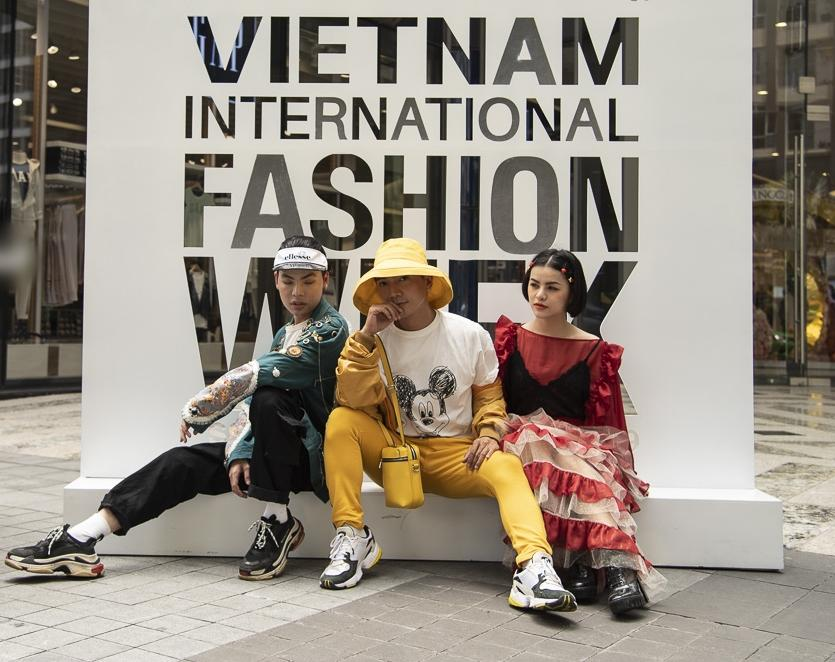 Ngắm những bộ cánh street style ngày đầu Vietnam International Fashion Week mà tưởng Halloween đến sớm nửa năm-10