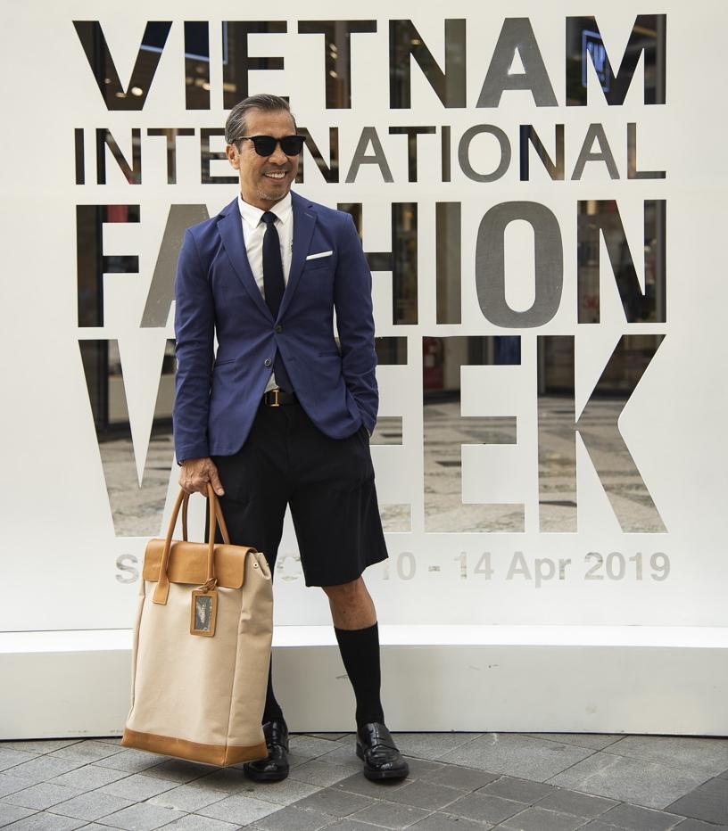 Ngắm những bộ cánh street style ngày đầu Vietnam International Fashion Week mà tưởng Halloween đến sớm nửa năm-6