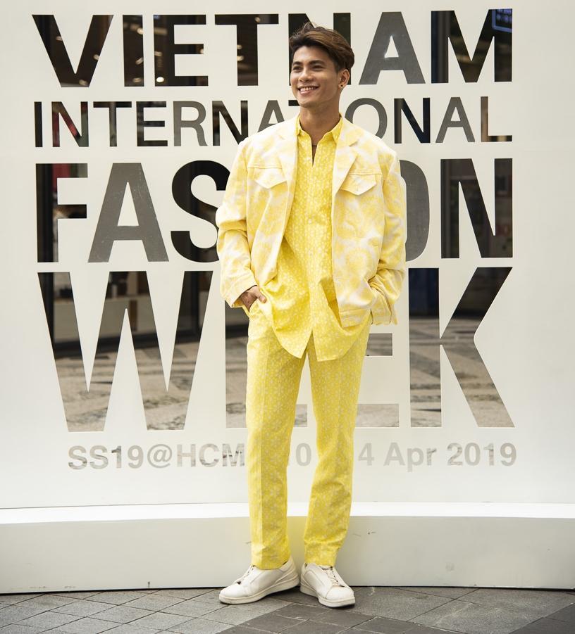 Ngắm những bộ cánh street style ngày đầu Vietnam International Fashion Week mà tưởng Halloween đến sớm nửa năm-7