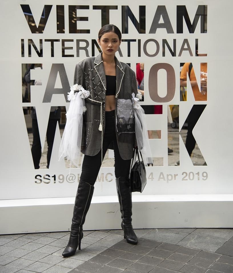 Ngắm những bộ cánh street style ngày đầu Vietnam International Fashion Week mà tưởng Halloween đến sớm nửa năm-8
