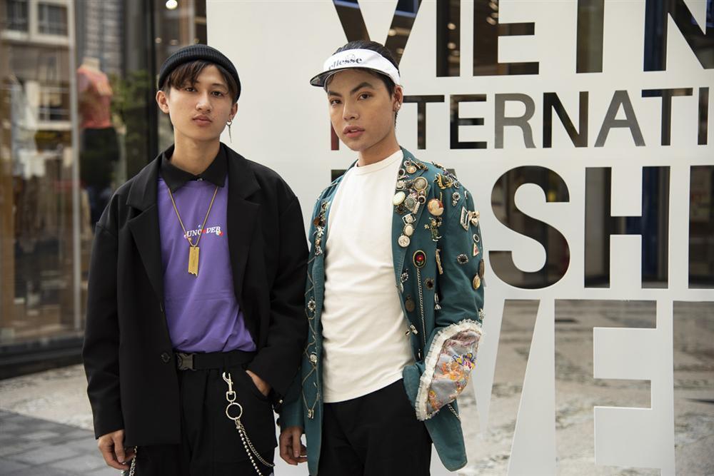 Ngắm những bộ cánh street style ngày đầu Vietnam International Fashion Week mà tưởng Halloween đến sớm nửa năm-18