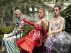 Ngắm những bộ cánh street style ngày đầu Vietnam International Fashion Week mà tưởng Halloween đến sớm nửa năm