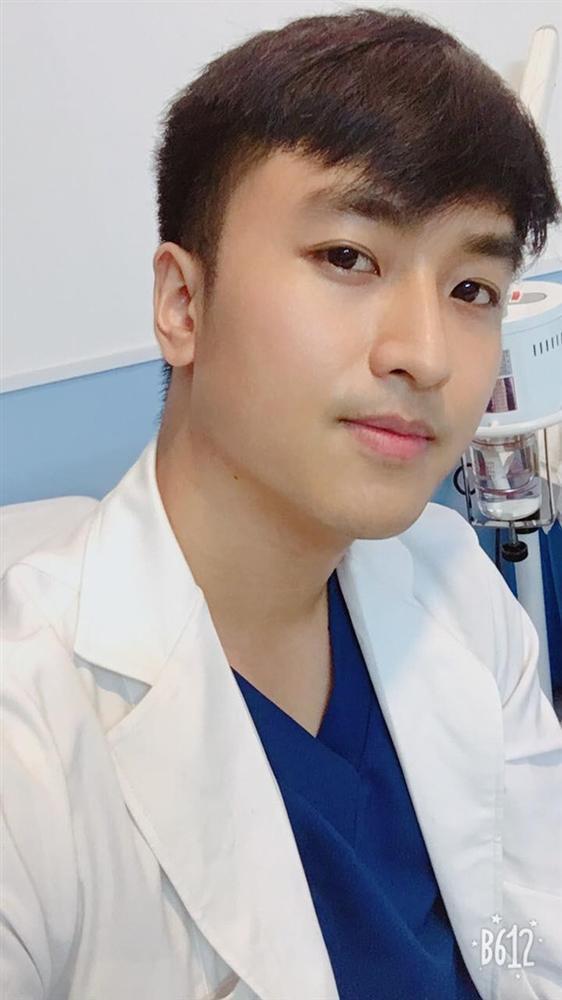 Bác sĩ đa khoa 9X điển trai, hát hay ở Sài Gòn-4