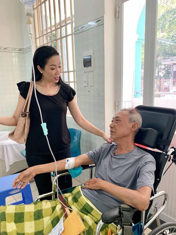 Nghệ sĩ Lê Bình bị lở loét phần thân dưới, ăn và nói chuyện rất khó khăn-1