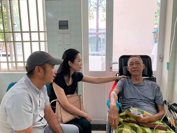 Nghệ sĩ Lê Bình bị lở loét phần thân dưới, ăn và nói chuyện rất khó khăn-2