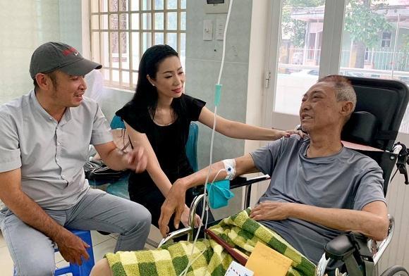 Nghệ sĩ Lê Bình bị lở loét phần thân dưới, ăn và nói chuyện rất khó khăn-3