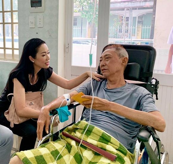 Nghệ sĩ Lê Bình bị lở loét phần thân dưới, ăn và nói chuyện rất khó khăn-4