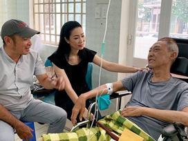 Nghệ sĩ Lê Bình bị lở loét phần thân dưới, ăn và nói chuyện rất khó khăn