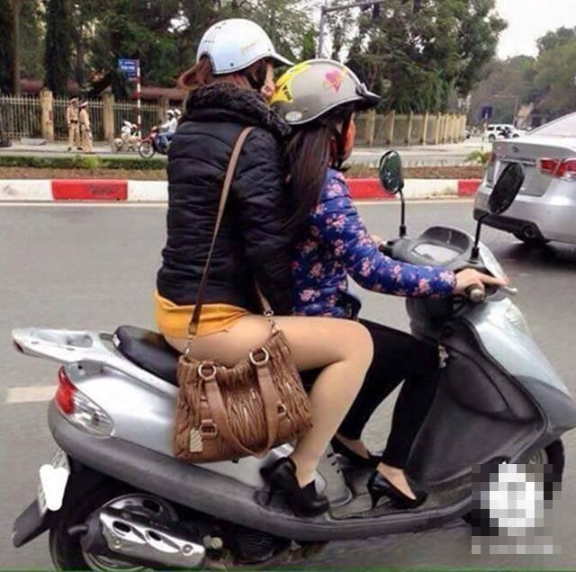 NÓNG MẮT với những bộ trang phục hớ hênh khi ra đường của các chị em phụ nữ-6