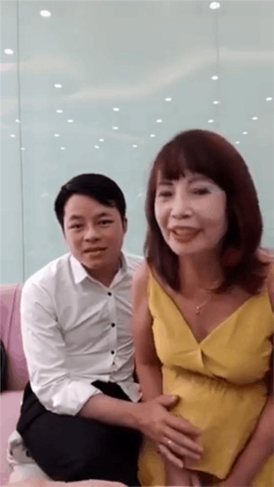 Bụng phẳng lì bỗng to vượt mặt chỉ sau 1 tuần, thực hư cô dâu 62 tuổi ở Cao Bằng mang thai thật hay giả?-2