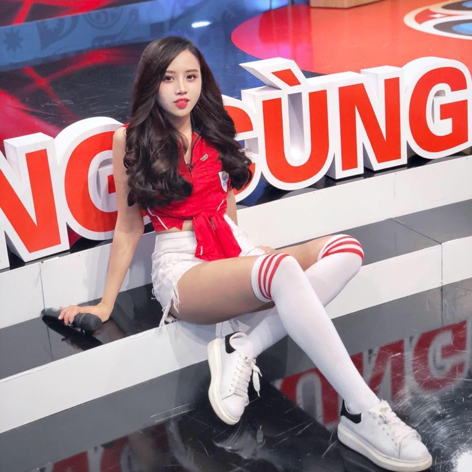 Studio nổi tiếng Hà Nội lấp lửng về một MC xinh đẹp sắp theo chồng bỏ cuộc chơi bằng hậu trường chụp ảnh cưới cực tình-3