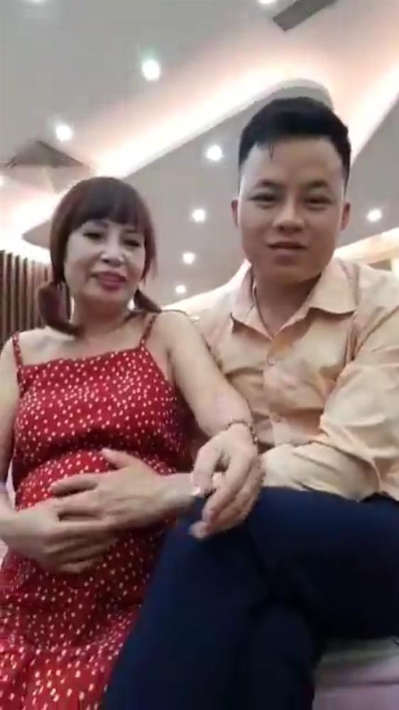 Ngán ngẩm phong cách thời trang cưa sừng làm nghé quá lố của cô dâu 62 tuổi ở Cao Bằng-1
