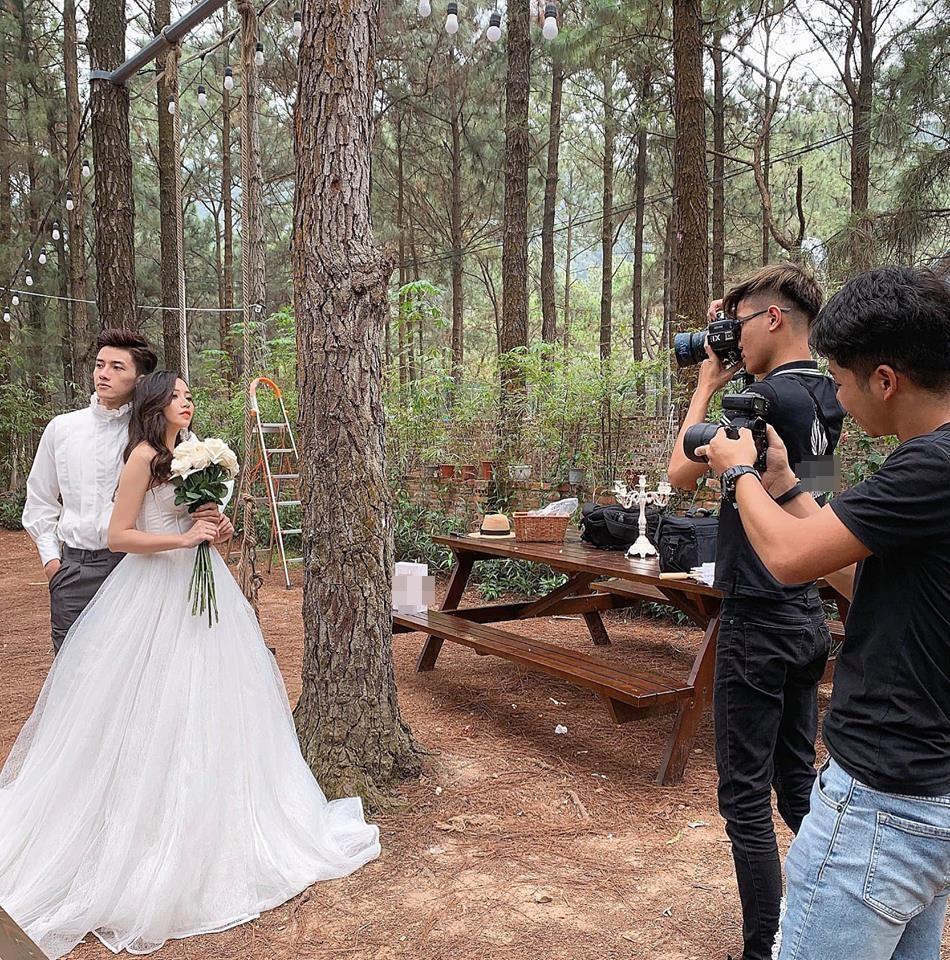 Studio nổi tiếng Hà Nội lấp lửng về một MC xinh đẹp sắp theo chồng bỏ cuộc chơi bằng hậu trường chụp ảnh cưới cực tình-2