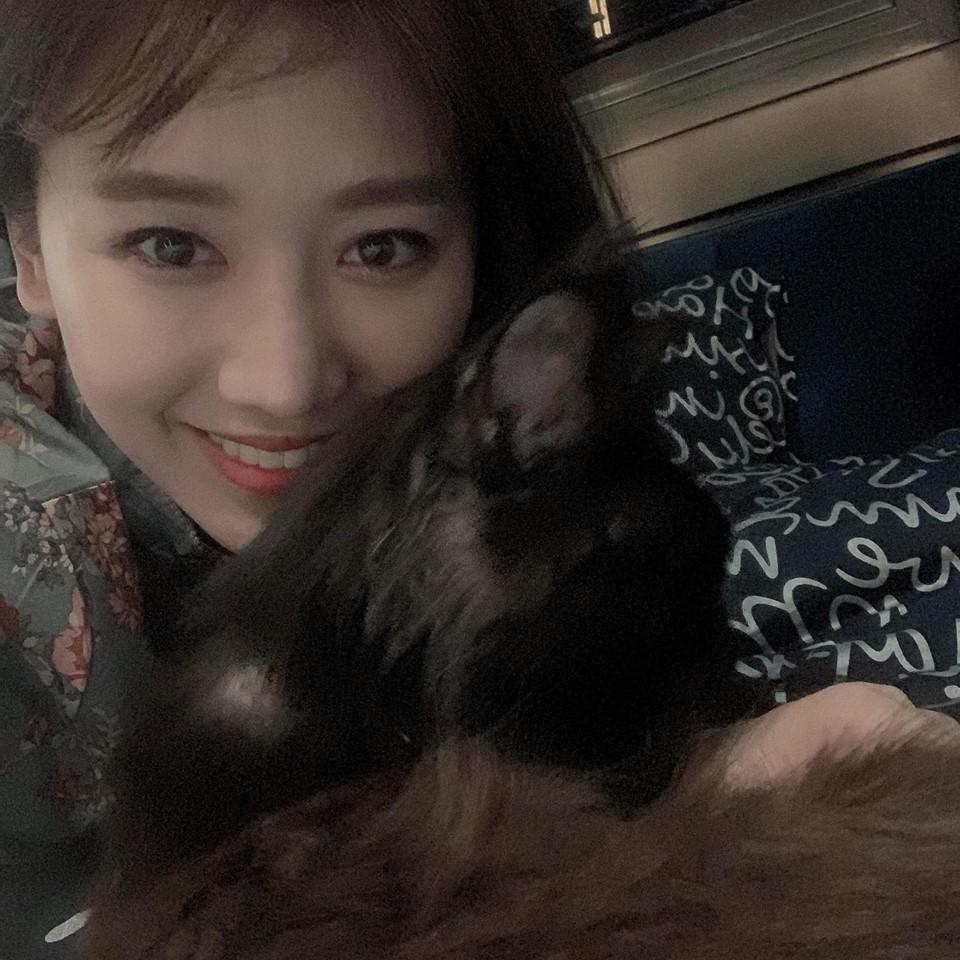 Hoa hậu HHen Niê than thở không thích chụp hình mà cứ bắt diễn-4