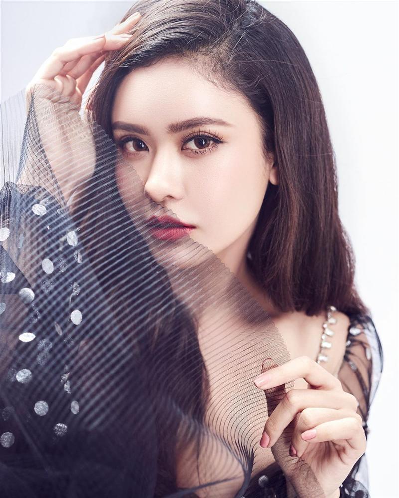 Hoa hậu HHen Niê than thở không thích chụp hình mà cứ bắt diễn-10