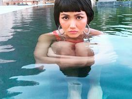 Hoa hậu H'Hen Niê than thở 'không thích chụp hình mà cứ bắt diễn'