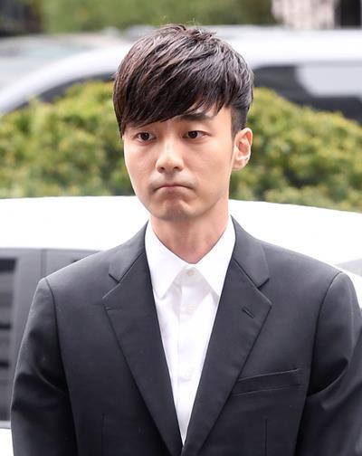 Sao nam Hàn Quốc thừa nhận quay lén và phát tán ảnh, clip sex-2