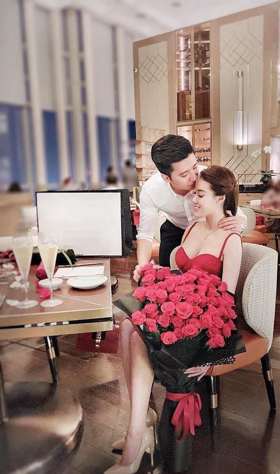 Chia tay con trai nghệ sĩ Hương Dung, nữ giảng viên xinh đẹp liên tục được người yêu điển trai làm điều lãng mạn-5
