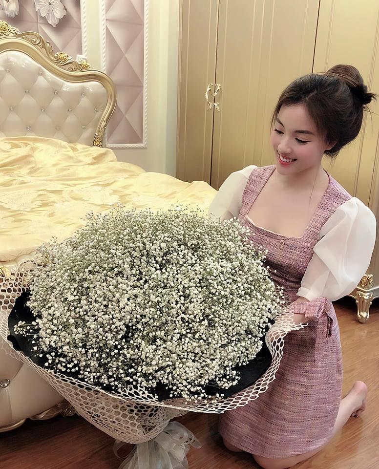 Chia tay con trai nghệ sĩ Hương Dung, nữ giảng viên xinh đẹp liên tục được người yêu điển trai làm điều lãng mạn-7