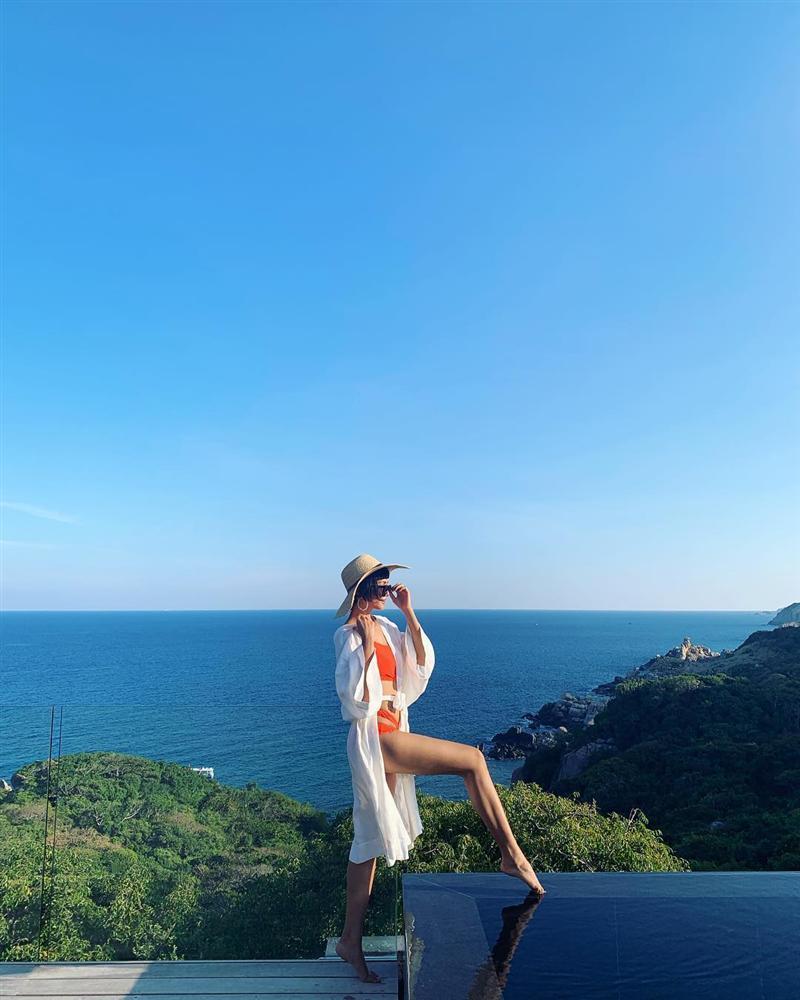 Hồ Ngọc Hà hack cả chục tuổi với street style trẻ trung - HHen Niê diện bikini khoe đường cong bốc lửa-7