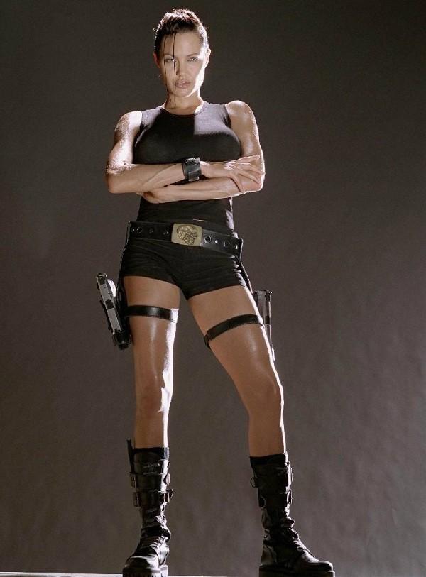 Netizen nghi ngờ Jennie (Black Pink) sao chép phong cách của Lara Croft - Angelina Jolie-2