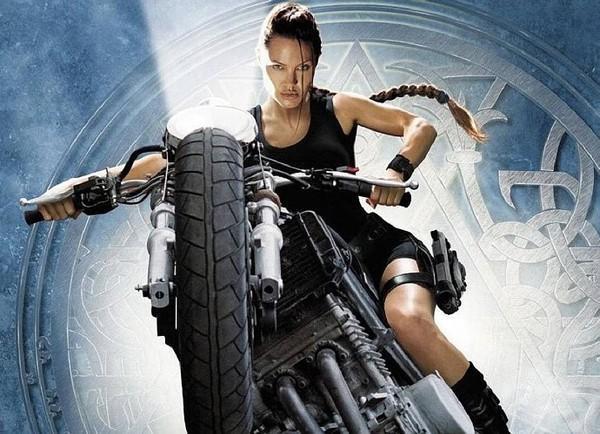 Netizen nghi ngờ Jennie (Black Pink) sao chép phong cách của Lara Croft - Angelina Jolie-4