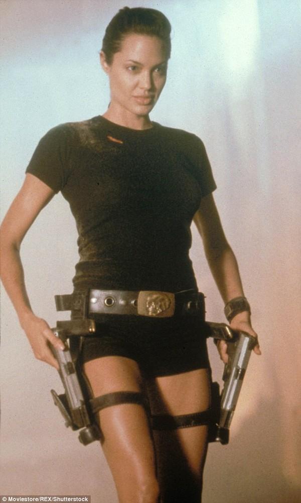 Netizen nghi ngờ Jennie (Black Pink) sao chép phong cách của Lara Croft - Angelina Jolie-6