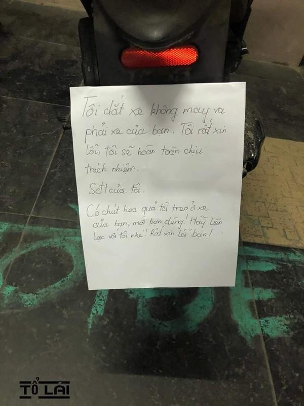 Lỡ va phải xe người khác, người đàn ông viết hẳn thư xin lỗi cùng gói quà nhỏ khiến ai cũng mỉm cười-1