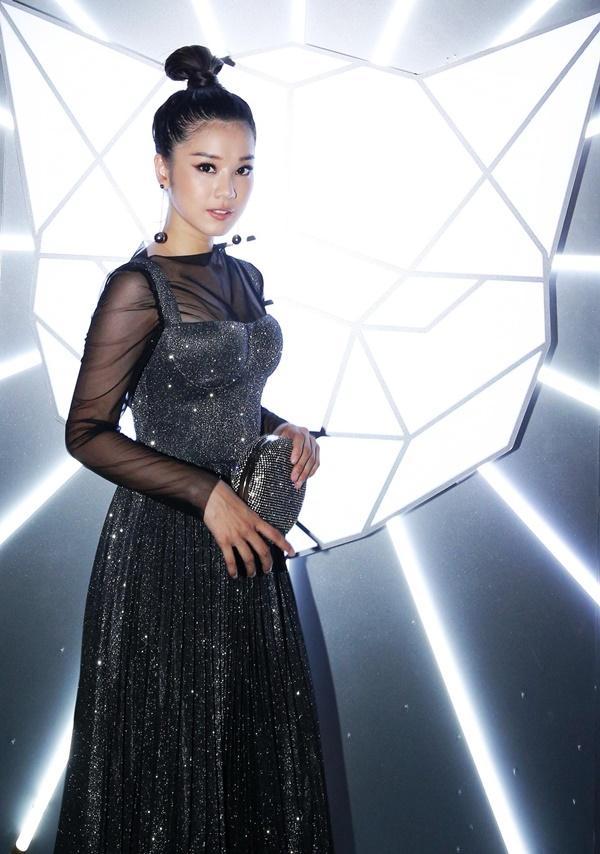 Hoa hậu Tiểu Vy, Ngọc Trinh, Lý Nhã Kỳ siêu chất còn một mình Nam Em lạc quẻ giữa dàn khách mời-16