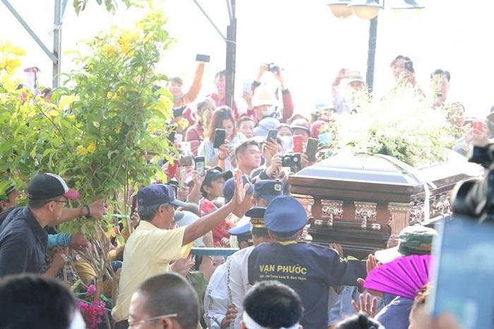 Linh cữu Anh Vũ được đưa tới nghĩa trang quận 9 an táng-3