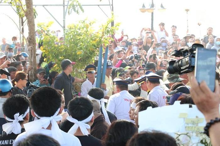 Linh cữu Anh Vũ được đưa tới nghĩa trang quận 9 an táng-4