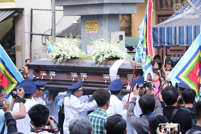NSND Hồng Vân nghẹn ngào tiễn biệt Anh Vũ, gợi lại gần 20 năm yêu nghiệp diễn say mê của người em-1