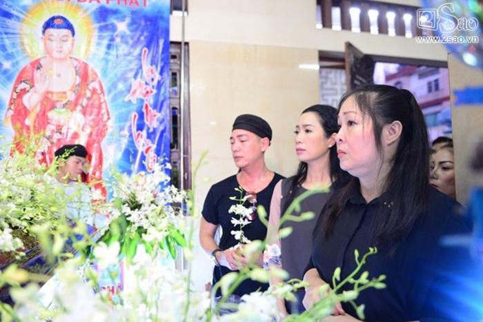 NSND Hồng Vân nghẹn ngào tiễn biệt Anh Vũ, gợi lại gần 20 năm yêu nghiệp diễn say mê của người em-2