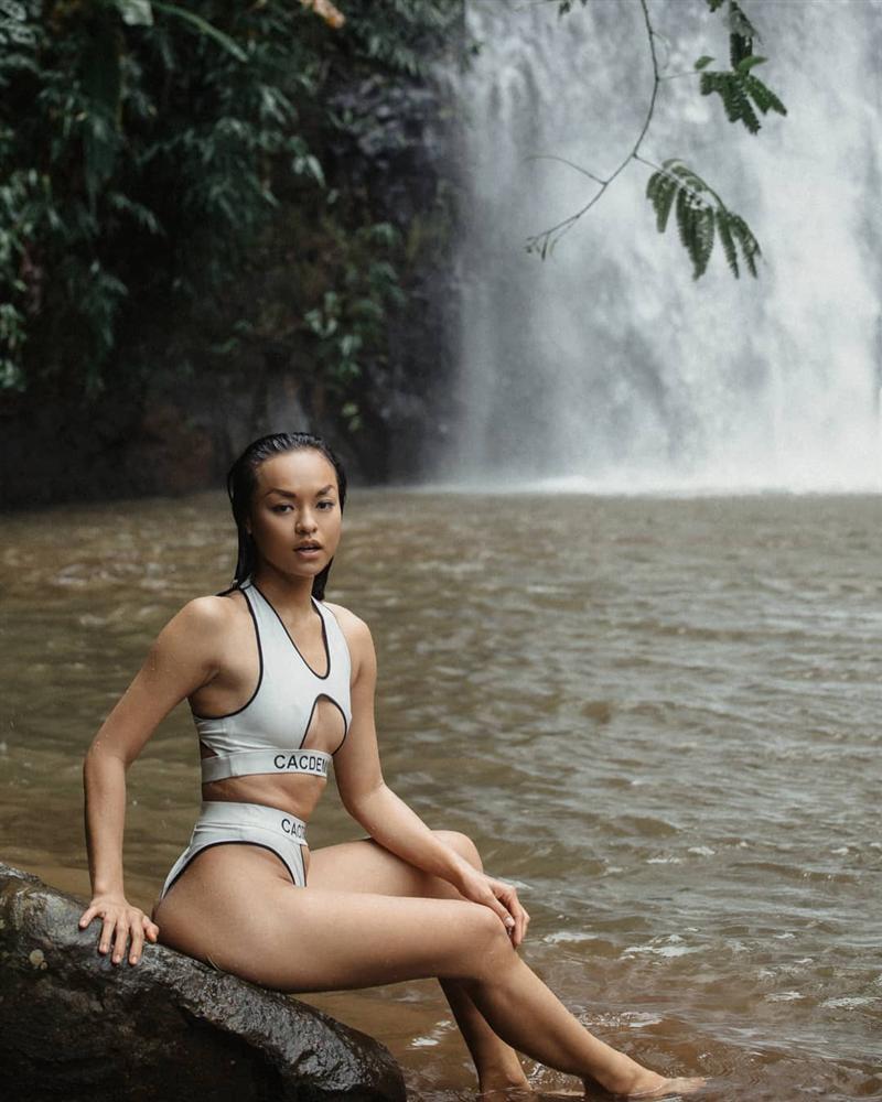 Hè tới, bikini đã mua nhưng Mai Ngô chẳng chịu giảm cân mà tự tin phô diễn tầng tầng lớp lớp mỡ bụng-1