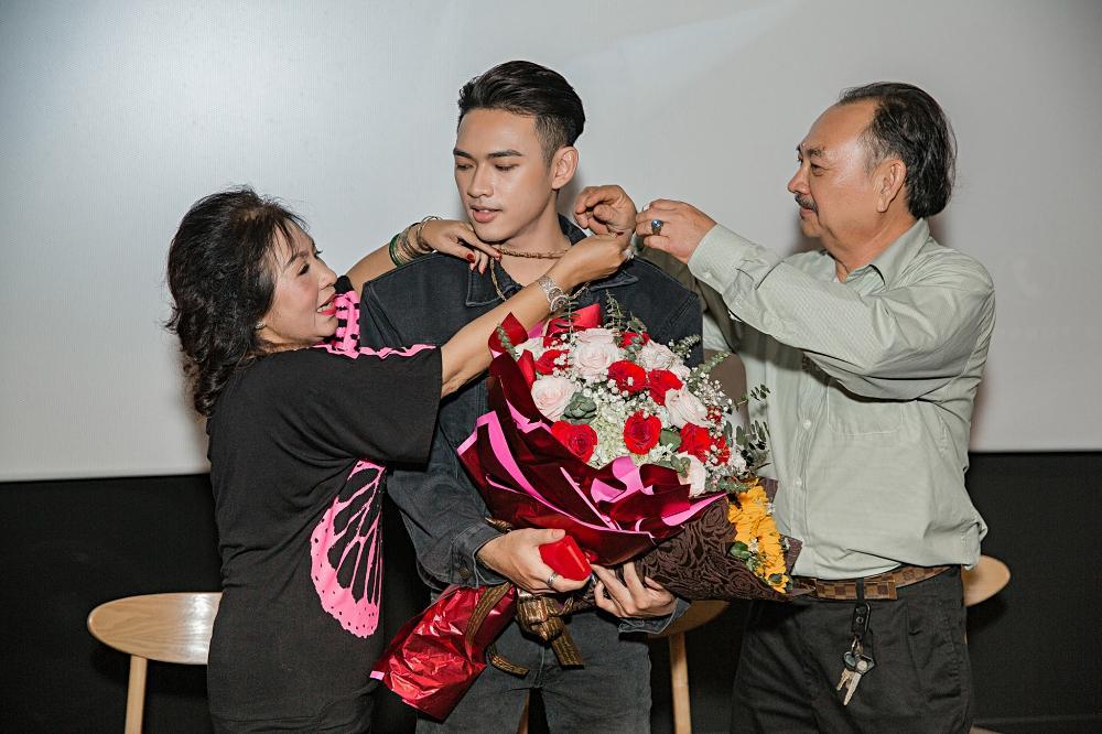 Giọng ca mạnh dạn mời Linh Ka đóng MV đầy rẫy cảnh nóng chẳng ngại bị gọi là Chi Pu version nam-7